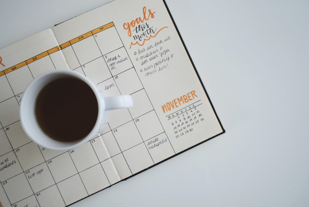 setting SMART goals with a calendar planner